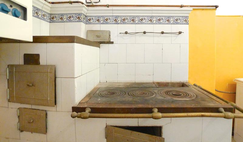 Denkmalschutz-Wohnungsumbau-Waschtisch-vorher