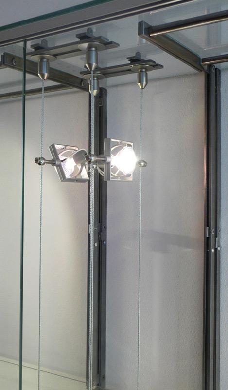 Ladenausbau-Mitte-Vitrinenkonstruktion